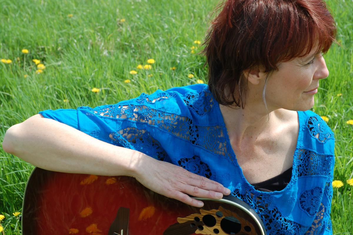 Abby Zotz - Singer, Songwriter, Multi-Instrumentalist Shows the Human Side of Music